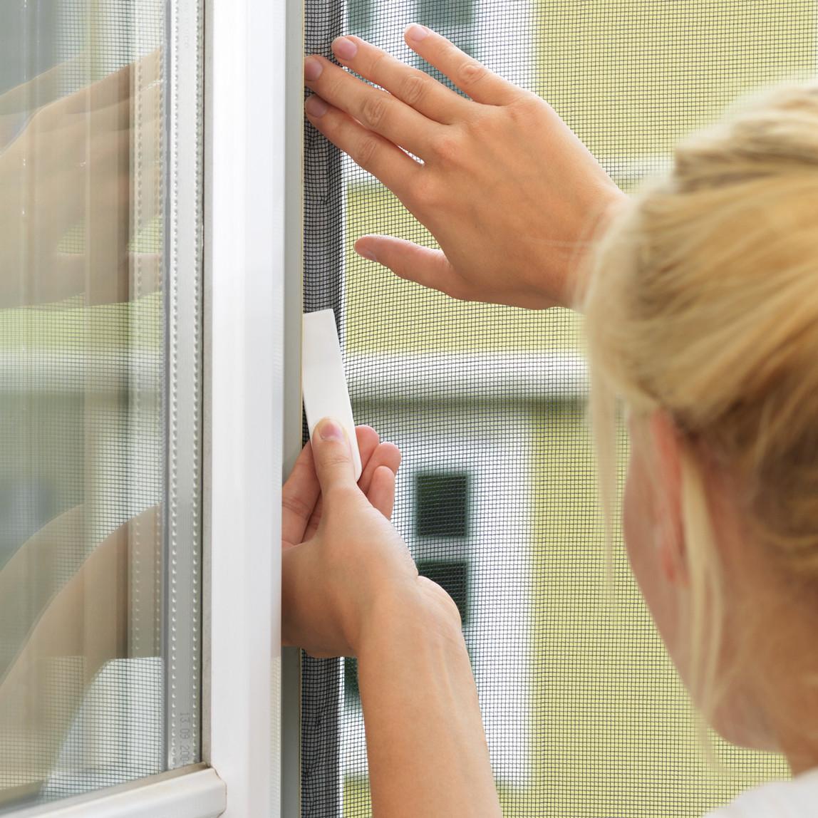 Tesa Pencere Sineklik Standart Cırt Bantlı Siyah 1,3Mx1,5M