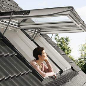 Üstten Menteşeli Beyaz Çatı Penceresi  55x98Cm