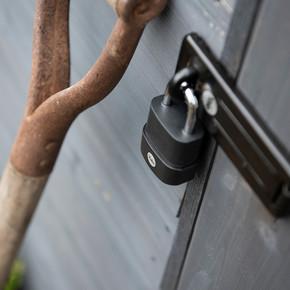 Yale 45 mm Protector Zor Hava Şartlarına Dayanıklı Asma Kilit -  Yarı Açık Blister